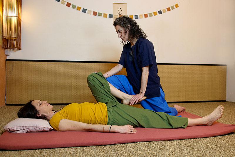 Massage thai traditionnel étirements